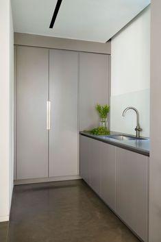 35 Chic Laundry Room Ideas – plus Utility Room & Boot Room Inspiration   Livingetc Small Utility Room, Utility Room Designs, Small Laundry Rooms, Benchmarx Kitchen, Studio Kitchen, Small Bathroom Layout, Laundry Room Inspiration, White Laminate, Laundry Room Organization