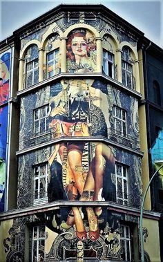 'Haus in Berlin Schöneberg' Street art is sexy.