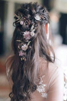 One elegant bridal hair inspiration is coming on your way! Loose braids adorned with flowers are perfect combination for a romantic wedding… Summer Wedding Hairstyles, Bride Hairstyles, Hairstyle Wedding, Country Wedding Hairstyles, Flower Hairstyles, Wedding Hairstyle With Flowers, Braided Bridal Hairstyles, Hairstyle Ideas, Loose Braid Hairstyles
