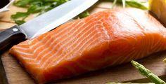Uma grande revisão de estudos conclui que as mulheres que consomem mais ácidos ómega-3 pela ingestão de peixe estão em menor risco de terem cancro da mama.