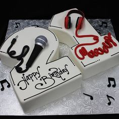 Cake Ideas Graduation Fondant 31 New Ideas Music Birthday Cakes, Music Cakes, Happy Birthday, Fondant Baby, Fondant Icing, Microphone Cake, Karaoke Party, Music Party, Cake Mix Pancakes