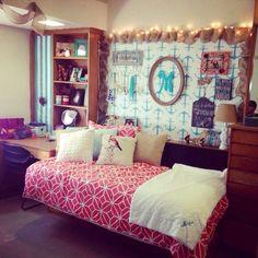 Let's Decorate Megans Schlafsaal - Texas Tech University Newest Home Appliances Combine Style with S Texas Tech University, Texas Tech Dorm, Cute Dorm Ideas, Girls Bedroom, Bedroom Decor, Dorm Room Styles, Dorm Life, College Life, Dorm Room Organization