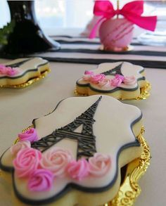 Stunning cookies at a Paris birthday party! See more party ideas at… Paris Birthday Cakes, Parisian Birthday Party, Dessert Table Birthday, Parisian Party, Paris Birthday Parties, Cool Birthday Cakes, 35th Birthday, Birthday Treats, Themed Parties