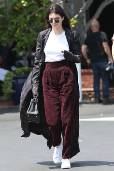 1 June Kendall Jenner was spotted having lunch with Gigi Hadid in Los Angeles. She wore a pair of wide-leg burgundy trousers, a white T-shirt and a long duster coat.    - HarpersBAZAAR.co.uk