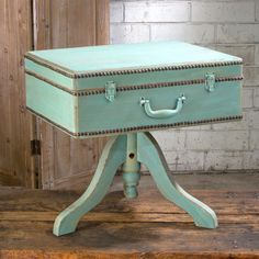 Embrace a flea-market chic style with this suitcase table, which stands on a stable wooden base. Painted with a distressed mint finish, the table enlivens your decor. Remove the lid to access a hidden