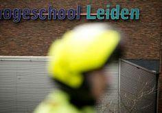 19-Nov-2013 6:29 - BEDREIGER VAN LEIDSE SCHOLEN KRIJGT STRAF TE HOREN. De 19-jarige Janoek V. hoort vandaag of de rechtbank hem veroordeelt voor het plaatsen van dreigberichten op internet waardoor op scholen in Leiden grote commotie ontstond.