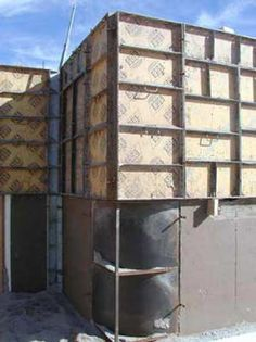 Rammed Earth Construction - Rammed earth construction can be done on your own or with the help of a professional crew. Find out the steps involved in rammed earth construction. Rammed Earth Homes, Rammed Earth Wall, Architecture Building Design, Sustainable Architecture, Residential Architecture, Contemporary Architecture, Natural Building, Green Building, Building Ideas
