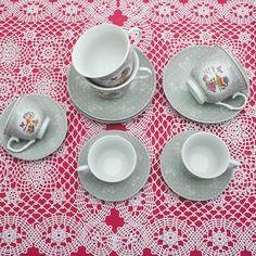 Έξι φλυτζάνια με τα πιατάκια τους για τον τσάι ή τον καφέ και 6 φλιτζάνια για τον ελληνικό καφέ από φίνα ευρωπαϊκή πορσελάνη, με σχέδια γκρι τριαντάφυλλα . Μία πρόταση για δώρο αλλά και για σερβίρισμα του καφέ. Χωρητικότητα: 200ml (τσαγιού) 80ml (καφέ). Tableware, Dinnerware, Tablewares, Dishes, Place Settings