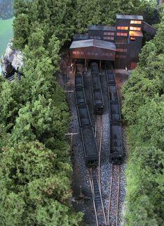 N scale Tidewater Junction Coal Mine N Scale Model Trains, Model Train Layouts, Scale Models, Ho Scale Train Layout, Escala Ho, Garden Railroad, Hobby Trains, Planer, Scenery