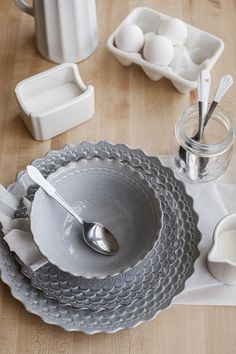 Upcycling Mis-Matched Utensils for a Pretty Place Setting + a DecoArt Giveaway! - offbeat + inspired