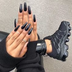 Best Coffin Long Nails With Metallic Black Polish - Black Acrylic Nails Long Black Nails, Black Coffin Nails, Black Acrylic Nails, Best Acrylic Nails, Long Nails, Metallic Nails, Neutral Nails, Cute Black Nails, Matte White Nails