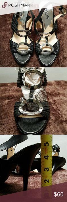 MICHAEL Michael KORS heels Like New MICHAEL Michael KORS heels . Very cute. Look way better in person than in pics MICHAEL Michael Kors Shoes Heels