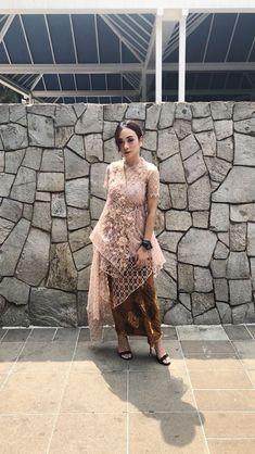 Kebaya Modern Hijab, Model Kebaya Modern, Kebaya Hijab, Kebaya Muslim, Kebaya Lace, Batik Kebaya, Kebaya Dress, Batik Dress, Dress Brukat