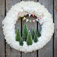 DIY Winter Yarn Wreath with printable pendant banner Merry Christmas bunting! Christmas Pom Pom, Christmas Bunting, Christmas Time, Christmas Wreaths, Merry Christmas, Wreath Crafts, Diy Wreath, Holiday Crafts, White Wreath