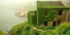 A vila chinesa abandonada que hoje é dominada pela natureza | Nômades Digitais