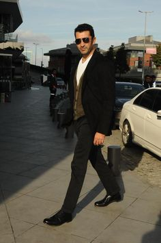 (21) Twitter Stylish Men, Men Casual, Mix Photo, Turkish Actors, Classic Outfits, Gorgeous Men, Street Style, Guys, Handsome Man