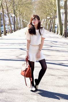A special shoutout to Nikita with the .Kate Lee ESTHER style in burgundy, such a great color with her outfit !  @meetmeinparee   #katelee #leather #bag