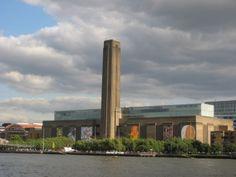 LONDRES - Tate Modern Museum  - El Tate Museum es el nombre con el que conocemos al Museo Nacional Británico de Arte Moderno de la ciudad de Londres. Este museo, desde su apertura en el año 2000 pasó a ser la segunda mayor atracción de la ciudad y el segundo lugar más fotografiado de Londres, después de Trafalgas Square. La entrada a este museo es gratuita para las exposiciones permanentes. El museo forma parte del grupo de los museos Tate, el Tate Britian, el Tate Liverpool y el Tate St…