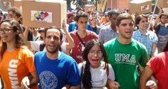 Este jueves, estudiantes de distintas universidades de Caracas manifestaron ante el Consejo Nacional Electoral (CNE), para exigir la aprobación urgente de