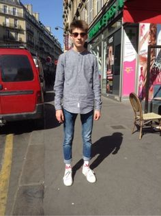 PULL & BEAR Chemise, chemisier, tunique - PULL & BEAR Jean -  HUF Chaussettes, collants, bas, jambières - ADIDAS Chaussures divers  #men #mode #look #streetstyle  http://moodlook.com/look/2014-04-15-france-paris-29