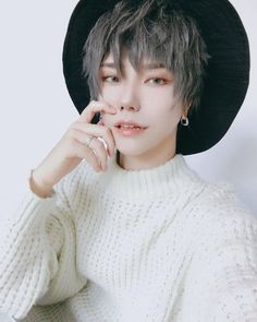 super busy week working on moving from early morning to midnight every single day ! I can't wait to show you guys my new room ! Korean Boys Ulzzang, Ulzzang Boy, Korean Men, Asian Boys, Asian Men, Pretty People, Beautiful People, Estilo Tomboy, Cosplay Boy