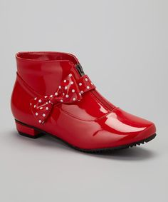 While beautiful as can be with its polka dot bow, this unique rain boot is no delicate flower! Durability and a front zipper ensure dryness inside, while its ankle-grazing height lets it flatter outfits no matter what the weather.4.5'' shaft10'' circumferenceFront zipper closureWater-...