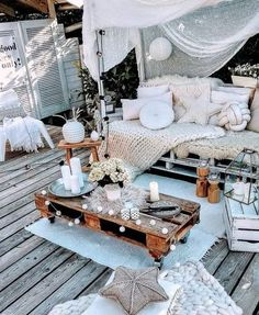 Since Bohemian home decor ideas is more often than not at the center of an inviting and agreeable home, the interior style must be perfect. Home is the place… Terrace Decor, Small Balcony Decor, Balcony Design, Diy Bedroom Decor, Diy Home Decor, Deco Boheme Chic, Bohemian Patio, Outdoor Spaces, Outdoor Decor