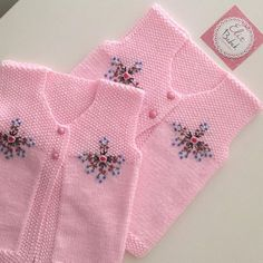 Best 12 İrem Businessmen are going in pairs. # orderpromote # baby cardigan you can find similar pins below. We have brought the… Baby Cardigan, Knit Baby Dress, Baby Knitting Patterns, Knitting Designs, Crochet Patterns, Crochet Baby Booties, Knitted Baby, Baby Sweaters, Crochet Yarn