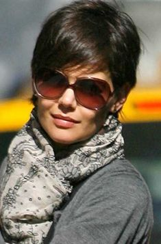 Because of this, right here we have now gathered 13 Best Katie Holmes Pixie Cuts that you'll like! Short Bob Hairstyles, Bun Hairstyles, Trendy Hairstyles, Pixie Haircuts, Summer Hairstyles, Short Hair Styles Easy, Short Hair Cuts, Curly Hair Styles, Chic Short Hair