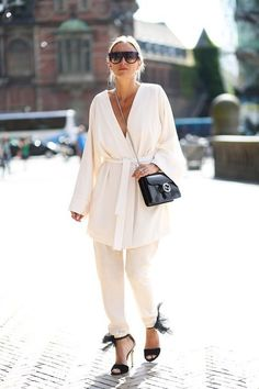 minimalist white outfit street style blogger outfit