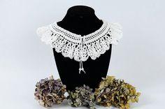 Lacey Fan Collar