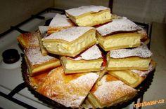 tvarohový koláč rychlý těsto:250g Hery,250g tvarohu měkkého,250g hl, mouky,150moučka cukr,2 pudinky vanilka Nádivka:1 litr mléka uvaříme se 4 pudinky vanilka necháme vychladnou po vychladnutí přidáme 3 tvarohy a 3 žloutky ,a cukr dle chuti vše promícháme mažeme na těsto  POSTUP PŘÍPRAVY  těsto:vypracujeme rukama těsto a vyválíme na velikost plechu, namažeme nádivkou a opět pokryjeme další vyválenou plackou pečeme do zlatova při 180° krájíme po úplném vychladnutí krásně drží tvar