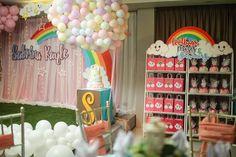 lootbag racks and souvenir set up Hot Air Balloon, Party Themes, Balloons, Rainbow, Clouds, Souvenir, Rain Bow, Globes, Rainbows