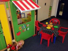 Cafe role play area in reception classroom Cafe Role Play Area, Role Play Areas, Play Corner, Corner House, I School, Back To School, School Ideas, Playroom Design, Dramatic Play