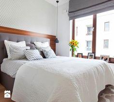 obicie łóżka i roleta w takim samym kolorze