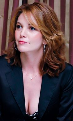Diane Lane Quite Simply Always Beautiful Diane Lane Untreu, Diane Lane Actress, Diane Lane Unfaithful, Stars D'hollywood, Popular Haircuts, Jolie Photo, Beautiful Actresses, Most Beautiful Women, Short Hair Cuts