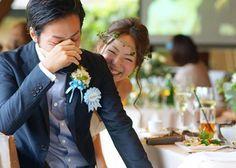 結婚式当日の何気ない瞬間を収めたウェディングフォトが素敵