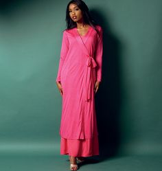 Buy the Butterick Nightwear sewing pattern; this Robe, Top, Gown and Pants are perfect for sleeping, relaxing or just lounging about. Patron Butterick, Ensemble Lingerie, Bag Patterns To Sew, Sewing Patterns, Sewing Ideas, Sewing Projects, Pencil Skirt Black, Pencil Skirts, Sleepwear Sets