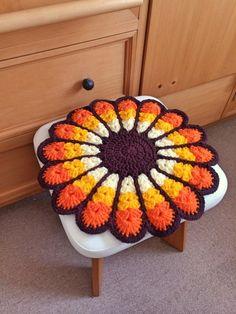 レトロでカラフルなお花円座 2x Lace Doilies, Crochet Doilies, Crochet Lace, Crochet Potholders, Crochet Tablecloth, Crochet Flower Patterns, Crochet Flowers, Diy Crochet Pillow, Crochet For Boys