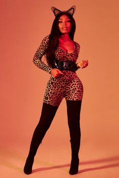 boohoo Petite Ashlee Halloween Leopard Print Catsuit - We love this cat costume in a petite size for your Halloween costume. Black Girl Halloween Costume, Badass Halloween Costumes, Halloween Kostüm, Sexy Cat Costume, Halloween Catsuit, Halloween Outfits For Women, Women Halloween, Diy Costumes, Sexy Costumes For Women