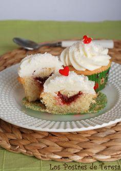 Cupcakes de Coco con Corazón de Fresa