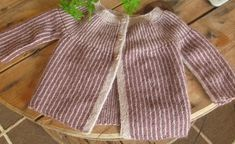 Posts about alpacka written by manosdaily Knit Baby Sweaters, Baby Knitting Patterns, Crochet Clothes, Mantel, Baby Dolls, Knitted Hats, Knit Crochet, Sewing, Children