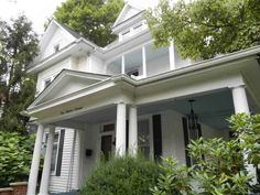 The property 413 N Price St, Sweetwater, TN 37874 is currently not for sale on Zillow. View details, sales history and Zestimate data for this property on Zillow. Cottage House Plans, Cottage Homes, Leaded Glass, Glass Door, Old House Dreams, Queen Anne, Built Ins, Old Houses, Exterior