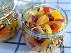 Vergesst die ganzen Superfoods und macht euch einfach mal einen leckeren Obstsalat ;)