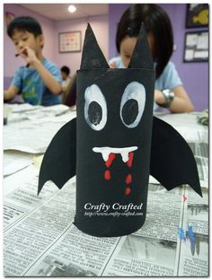 DIY Hallowen: DIY Toilet Paper Roll Halloween Bat