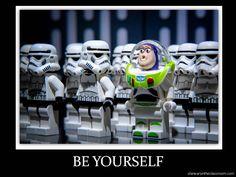 LEGO Buzz Lightyear and Stormtrooper mini figure lot Buzz Lightyear Star Wars LEGO Star Wars Toy Story Lego Star Wars, Simbolos Star Wars, Theme Star Wars, Star Wars Humor, Lego Toy Story, Deco Lego, Jouet Star Wars, Aniversario Star Wars, Toy Story Buzz Lightyear