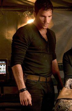 "fuertecito: ""Chris Pratt on the set of Jurassic World: Fallen Kingdom (J. Bayona, (x) "" Jurassic World Chris Pratt, Jurassic World Fallen Kingdom, Jurassic Park World, Andy Dwyer, Peter Quill, Star Lord, Chris Pratt Everwood, Actor Chris Pratt, World Movies"