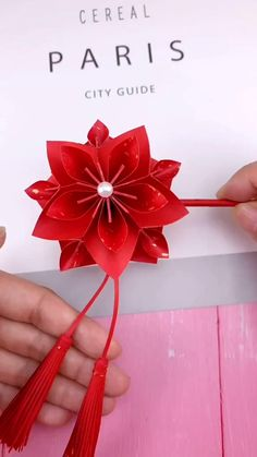 Instruções Origami, Paper Crafts Origami, Paper Flowers Craft, Flower Crafts, Origami Flowers, Diy Crafts Hacks, Diy Crafts For Gifts, Paper Crafts For Kids, Origami Tutorial
