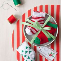 10 Holiday Gifts You Can Make Yourself ~ Catnip stuffed socks for kitty