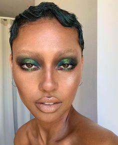 green makeup No Sweat: How to Prevent Makeup Meltdowns in Muggy Summer Weather Edgy Makeup, Makeup Eye Looks, Creative Makeup Looks, Cute Makeup, Makeup Goals, Pretty Makeup, Skin Makeup, Makeup Inspo, Makeup Inspiration